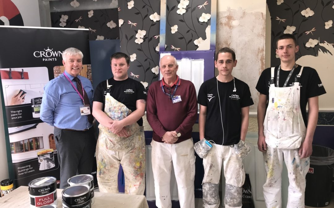Lincoln Students Get Confident With Bell Decorating Academy