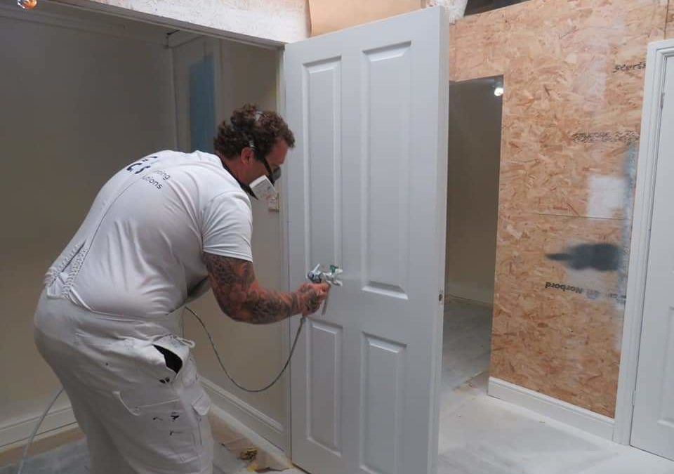 Decorators Learn to spray with jamie