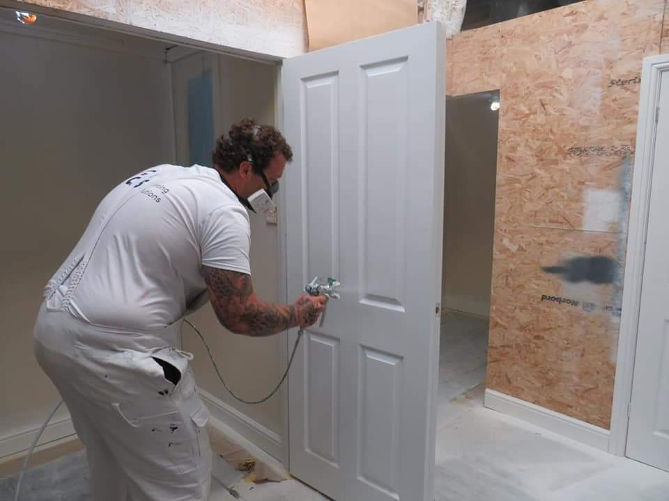 Decorators Learn to spray with jamie, woodwork spray