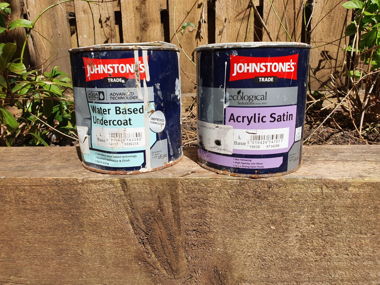 Decorators Review Johnstone's Aqua system - the best water-based gloss and satinwood
