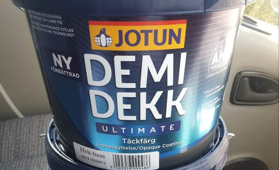 Demidekk Ultimate Review - an exterior long lasting paint for windows and doors
