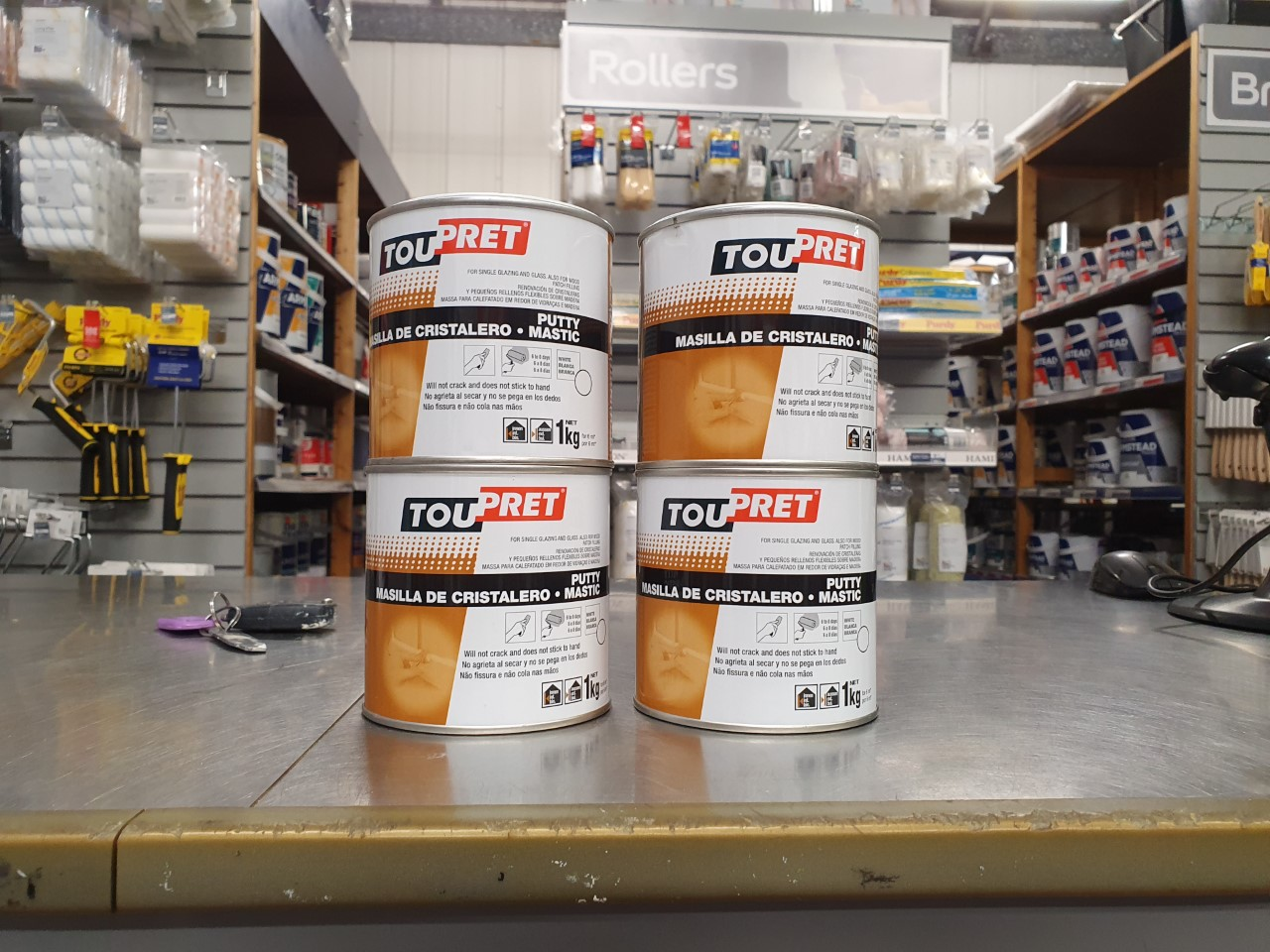 Professional decorator Mike Gregory gives a full and honest review of Toupret Putty Mastic. a linseed oil product used for glazing and repairs.