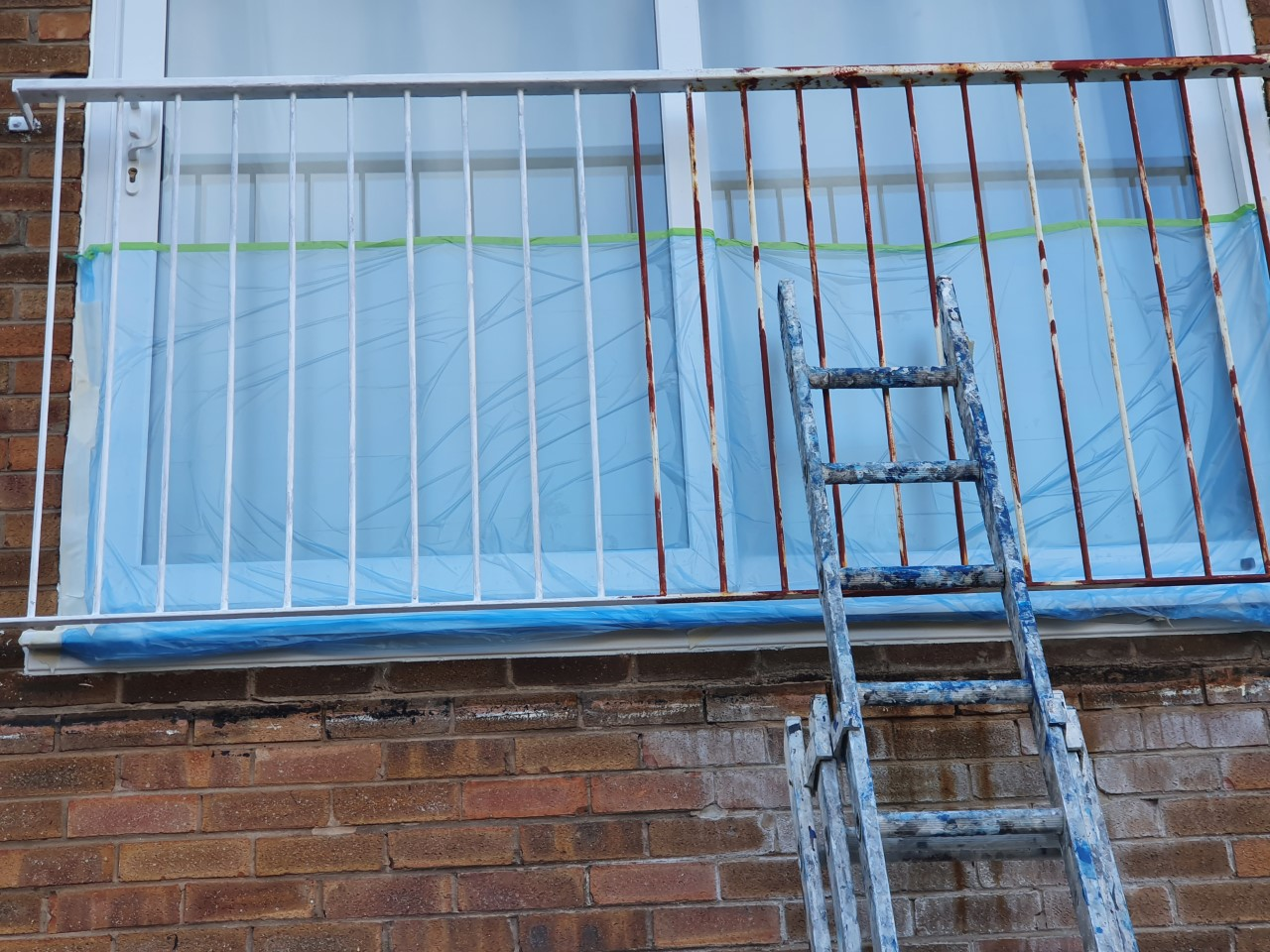 The best way to paint metal railings. Full preperation, including oxide primer