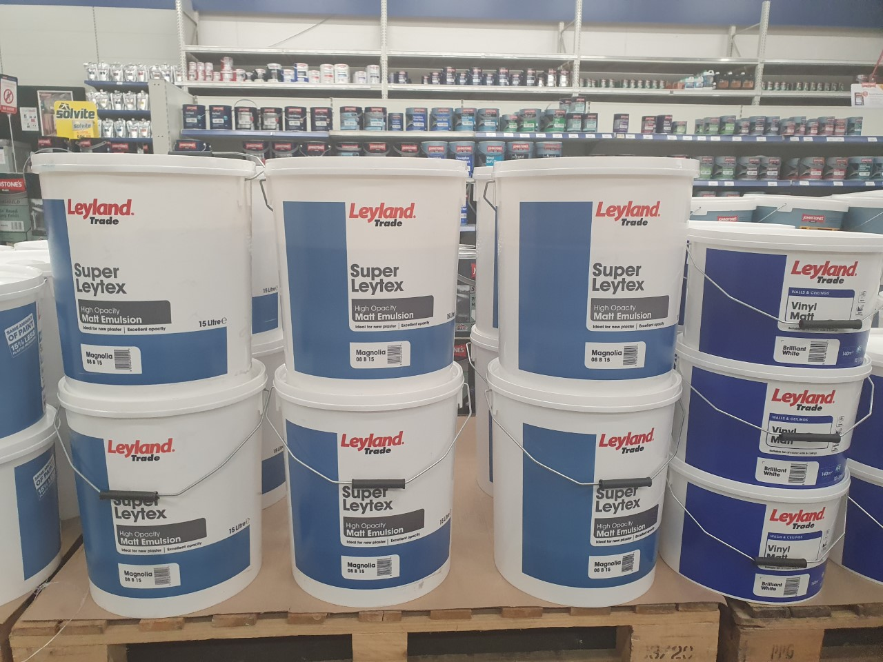 Leyland Super Leytex review. A contract matt emulsion available at Johnstone's Decorating Centres